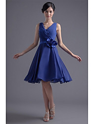 Knee-length Chiffon Bridesmaid Dress - A-line V-neck with Flower(s) / Pleats