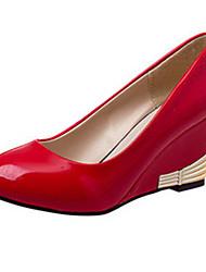женская обувь простой патент ола кожа клин пятки комфорт / круглые пятки ног офис&карьера черный / красный / белый / хаки