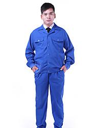 работающих мужчин и женщин с длинными рукавами защитная одежда страхования труда одежды здание фабрики