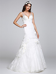Lanting Bride® Fit & Flare Wedding Dress Court Train V-neck Lace with Button / Flower / Lace
