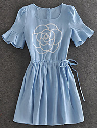 demostración sencilla de salir sencilla dresssolid vaina / cuello redondo de flores por encima de la rodilla de la manga corta azul