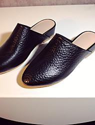 Черный / Белый-Женский-На каждый день-Кожа-На танкетке-Удобная обувь-Башмаки и босоножки