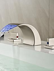 Arte Deco/Retro Difundido LED / Cascata with  Válvula Cerâmica Duas alças de três furos for  Níquel Escovado , Torneira pia do banheiro