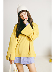 Sign 2017 spring new Korean women leave two loose sweater hedging bottoming female