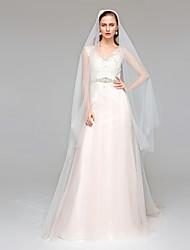 Linha A Decote V Cauda Corte Tule Vestido de casamento com Miçangas Apliques Faixa / Fita Botão de LAN TING BRIDE®