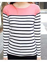 Le nouveau t-shirt à manches longues de la Corée à la mode est mince.