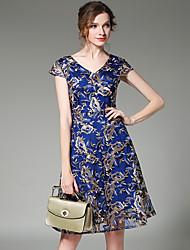 - знак 2017 летом новые тонкие V-образным вырезом с коротким рукавом платья тяжелые вышитые кружевные платья