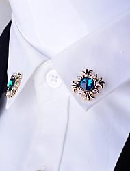 Hombre Mujer Otro Broche rubíes de imitación Diseño Único Personalizado Euramerican Chapado en Oro Legierung Forma de Cruz Joyas Para