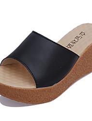 Feminino-Chinelos e flip-flops-Conforto-Anabela--Couro Ecológico-Casual