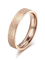 Жен. Классические кольца Кольцо Обручальное кольцо Простой стиль Elegant Титановая сталь Круглой формы Бижутерия НазначениеСвадьба Для