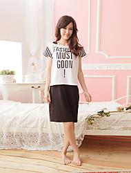 Dormir as mulheres vestir letras gráficas listradas manga curta cor bloco terno em casa