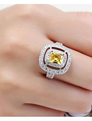 Ring Women's Euramerican Luxury Classic Yellow Square Rhinestone Zircon Ring Daily Party Gift Movie Jewelry