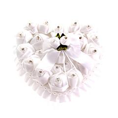 blonder hjerte form med hvide rose og sløjfe