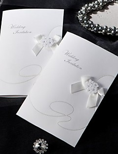 Oldalra nyíló Esküvői Meghívók 1-Meghívó mintadarab Régies stílus Klasszikus stílus Virágos stílus Kártyapapír 16,6*11,5 cm Virágok Masnik