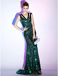 Formal Evening / Military Ball Dress - Plus Size / Petite Sheath/Column / Trumpet/Mermaid V-neck Sweep/Brush Train Sequined