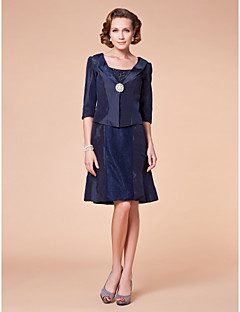A-line Plus Sizes Mother of the Bride Dress - Dark Navy Knee-length Half Sleeve Taffeta