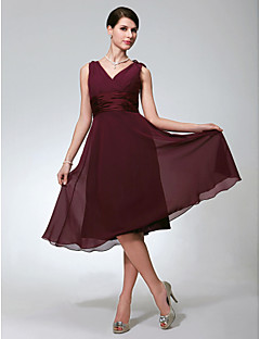 Knee-length Chiffon Bridesmaid Dress - Burgundy Plus Sizes / Petite A-line V-neck