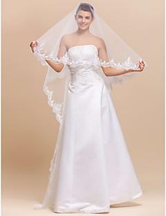 One-tier kapell / Waltz Wedding Veil Med Lace Applique Edge
