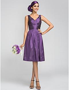 Lanting Bride® Até os Joelhos Tafetá Vestido de Madrinha - Linha A Decote V Tamanhos Grandes / Mignon comPregueado / Cruzado / Drapeado