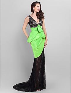 TS Couture Formal Evening Dress - Multi-color Plus Sizes / Petite Trumpet/Mermaid V-neck Court Train Lace / Taffeta