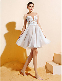 Lanting Bride® Knee-length Lace / Tulle Bridesmaid Dress A-line Bateau Plus Size / Petite with Appliques / Buttons