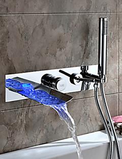 Zeitgenössisch Wandmontage LED / Wasserfall with  Keramisches Ventil Zwei Griffe Vier Löcher for  Chrom , Badewannenarmaturen