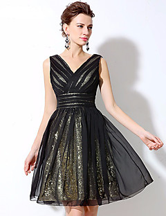 Cocktail Party Dress A-line V-neck Short / Mini Chiffon / Sequined with Sequins / Side Draping
