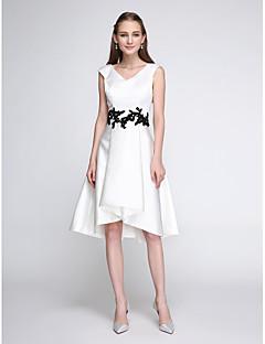 Cocktailfest Dress A-linje V-hals Knelang Sateng med Appliqué