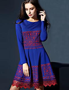 Damen A-Linie Kleid-Lässig/Alltäglich Retro Stickerei Rundhalsausschnitt Übers Knie Kurzarm Blau Polyester Herbst