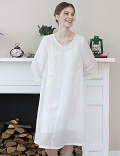 Idylle Insel Frauen gehen die out / casual / täglich einfach eine Linie dressembroidered V-Ausschnitt knielangen Ärmel weiß Herbst