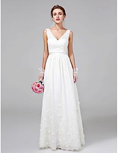 2017 Lanting bride® uma linha de vestido de casamento até o chão v-neck lace com flor / faixa / fita