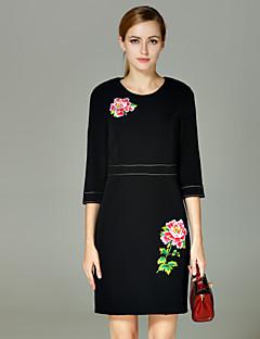 Damen Hülle Kleid-Lässig/Alltäglich Einfach Stickerei Rundhalsausschnitt Übers Knie ¾-Arm Schwarz Polyester Herbst / Winter Hohe Hüfthöhe