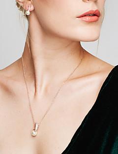 Naisten Korusetti Niittikorvakorut Riipus-kaulakorut Helmi jäljitelmä Diamond Yksinkertainen Muoti Eurooppalainen Tyylikäs pukukorut