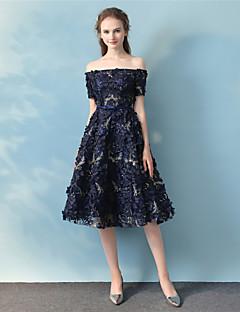A-line off-the-shoulder te lengde blonder cocktail party ferie kjole med blonder sash / bånd