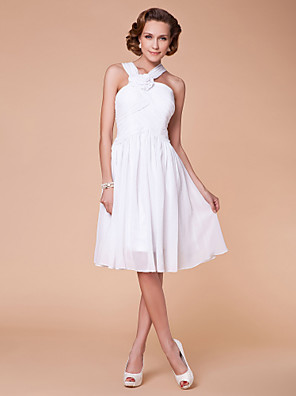 A-line Plus Size / Petite Mother of the Bride Dress Knee-length Sleeveless Chiffon with Draping / Flower(s) / Criss Cross