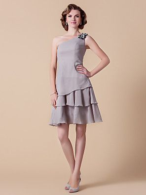 A-line Plus Size / Petite Mother of the Bride Dress Knee-length Sleeveless Chiffon with Flower(s) / Tiers