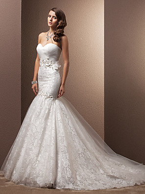Lanting Bride Fit & Flare Petite Wedding Dress-Court Train Sweetheart Lace / Organza