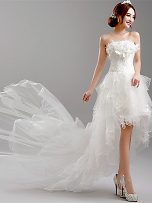 Linha A Vestido de Noiva Assimétrico Tomara que Caia Tule com