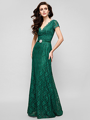 TS Couture® Formal Evening / Military Ball Dress - Elegant / Vintage Inspired Plus Size / Petite A-line V-neck Floor-length Lace with Crystal Brooch