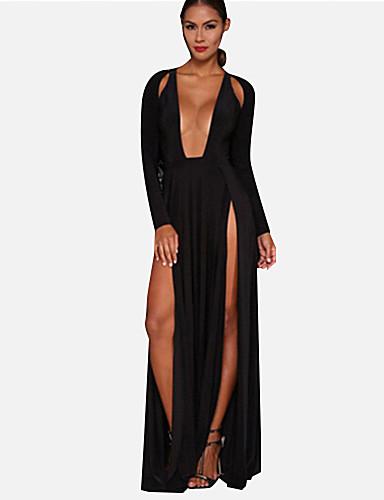 Mujer cool larga en un vestido negro