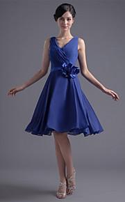 Knee-length Chiffon Bridesmaid Dress A-line V-neck with Flower(s) / Pleats