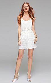 Gaine / colonne scoop courte / mini robe de mariée en dentelle avec dentelle drapée