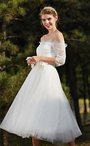 A-ligne-out-the-shoulder longueur de thé robe de mariée en dentelle avec fleur