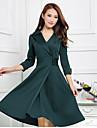 il vestito da formato verde, bavero ufficio collare sguardo delle donne