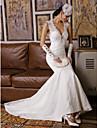 Trompete / Meerjungfrau Hochzeitskleid Pinsel Schleppe V-Ausschnitt Spitze mit Applikationen / Perlstickerei