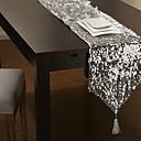 srebrne šljokice krase stol trkač