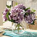 pet ljubičasta hyfrangeas umjetnog cvijeća s vazom
